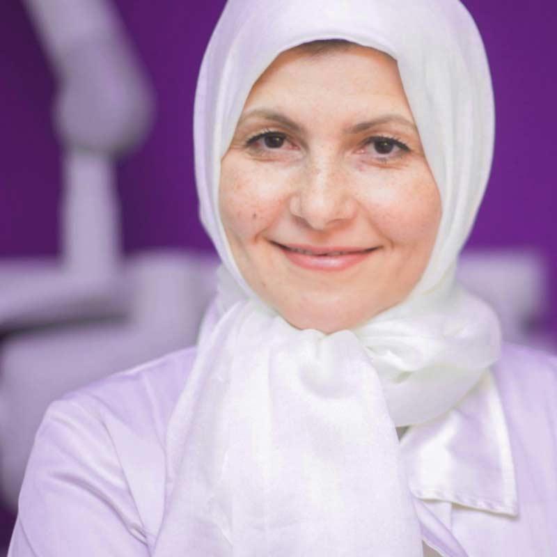 د. هبة عمار -استشاري تجميل الاسنان و التركيبات وصاحبة العيادة